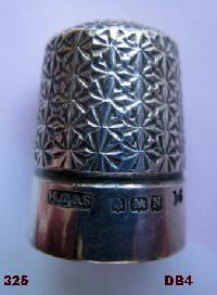 £35.00 - Collectable Hallmarked Silver Thimble Royal SPA 10647