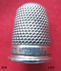 £25.00 - Collectable Hallmarked Silver Thimble 10661