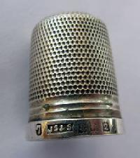 £25.00 - Collectable Hallmarked Silver Thimble 11118