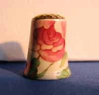 £3.00 - Collectable Bone China Thimble 6751