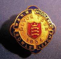 Collectible Middlesex Bowls League Badge #7391
