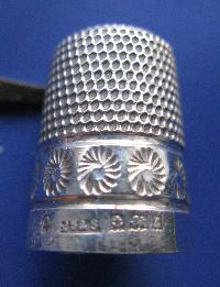 £30.00 - Collectable Hallmarked Silver Thimble 7487