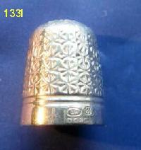 £35.00 - Collectable Hallmarked Silve Thimble 8380