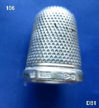£25.00 - Collectable Hallmarked Silver Thimble 8393