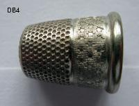 £15.00 - Ciollectable Thimble 8422