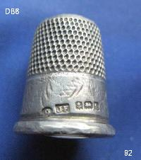 £25.00 - Collectable Hallmarked Silver Thimble 8474