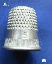 £4.00 - Collectable Vintage Thimble 8478