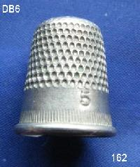 £4.00 - Collectable Vintage Thimble 8479