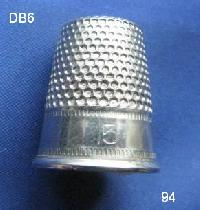 £4.00 - Collectable Vintage Thimble 8480