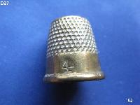 £3.00 - Collectable Vintage Thimble 8561