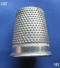 £4.00 - Collectable Vintage Thimble 8565