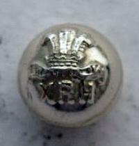 £4.00 - Collectable   Military  Button XRH  8570