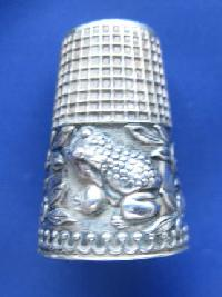 Collectable  Silver Thimble 8668