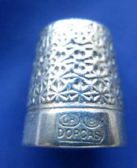 £30.00 - Collectable Vintage Thimble Charles Horner 8681