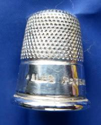£25.00 - Collectable Vintage Thimble 8786
