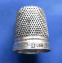 £30.00 - Collectable Vintage Silver Thimble 8852