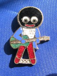 Collectable Vintage Robertsons Golly  Badge Guitar 8927