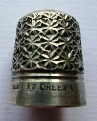 £35.00 - Vintage Silver Clad DREEMA 17 Thimble By  Henry Griffiths & Son 8957