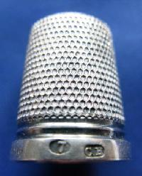 £25.00 - Silver thimble marked CH  8966