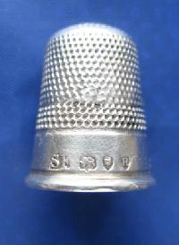 Collectable Hallmarked Silver Thimble 8980