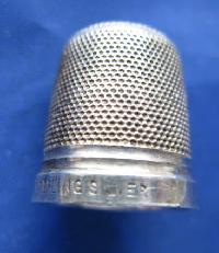 £25.00 - Collectable  Sterling  Silver Thimble 8992