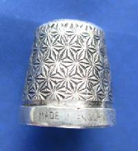 £25.00 - Collectable Sterling Silver Thimble 8993
