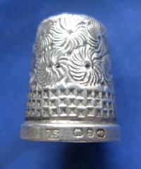 £30.00 - Collectable Hallmarked Silver Thimble 8994