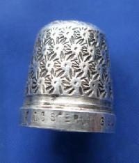 £25.00 - Collectable Marked Sterling Silver Thimble9004