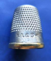 £15.00 - Collectable Brass & Steel Thimble 9058