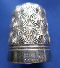 £25.00 - Vintage Silver Clad Dorcas Thimble By Charles Horner 9086
