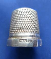 £25.00 - Collectable  Sterling Silver Thimble9098