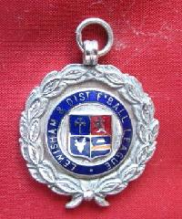 £5.00 - Collectable Vintage Football Award Watch Fob 9167