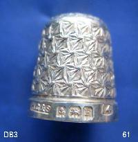 £35.00 - Collectable Hallmarked Silver Thimble 9205