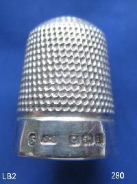£35.00 - Collectable Hallmarked Silver Thimble 9375