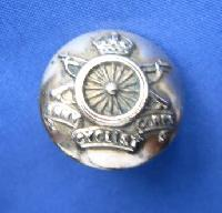£6.00 - Collectable Vintage Military  Button 9572