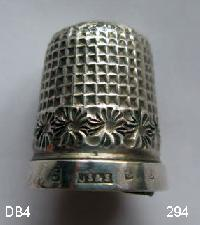 £25.00 - Collectable Hallmarked Silver Thimble 9660