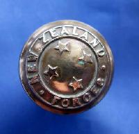 £5.00 - Collectable Vintage Military  Button 9969