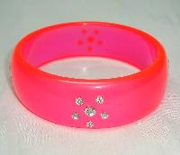 £8.40 - Vintage 80s Neon Pink Lucite & Diamante Lucite Bangle