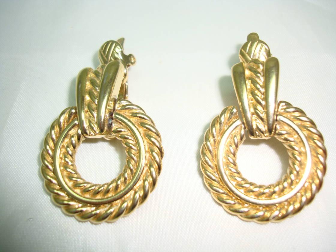1980s Trifari Textured Hoop Drop Gold Clip On Earrings