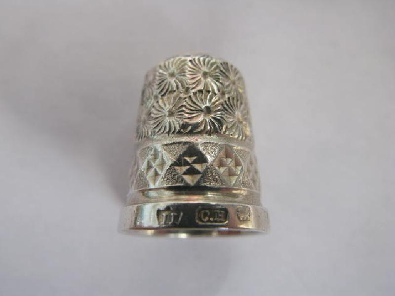 Collectable Hallmarked Silver Thimble 11742