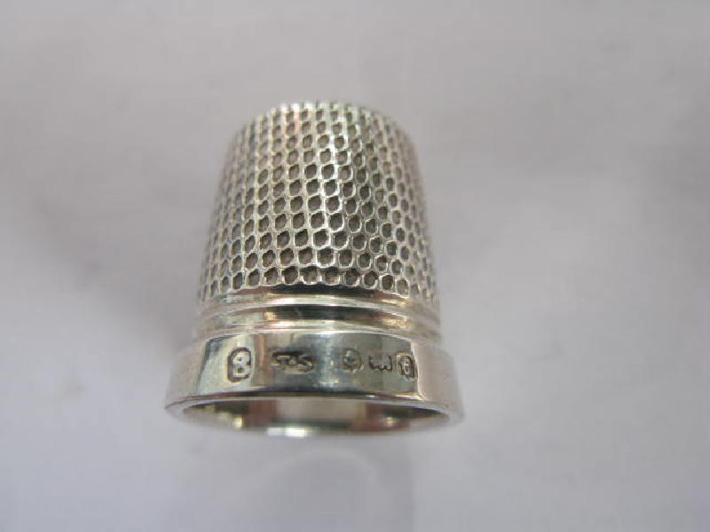 Collectable Hallmarked Silver Thimble 11750