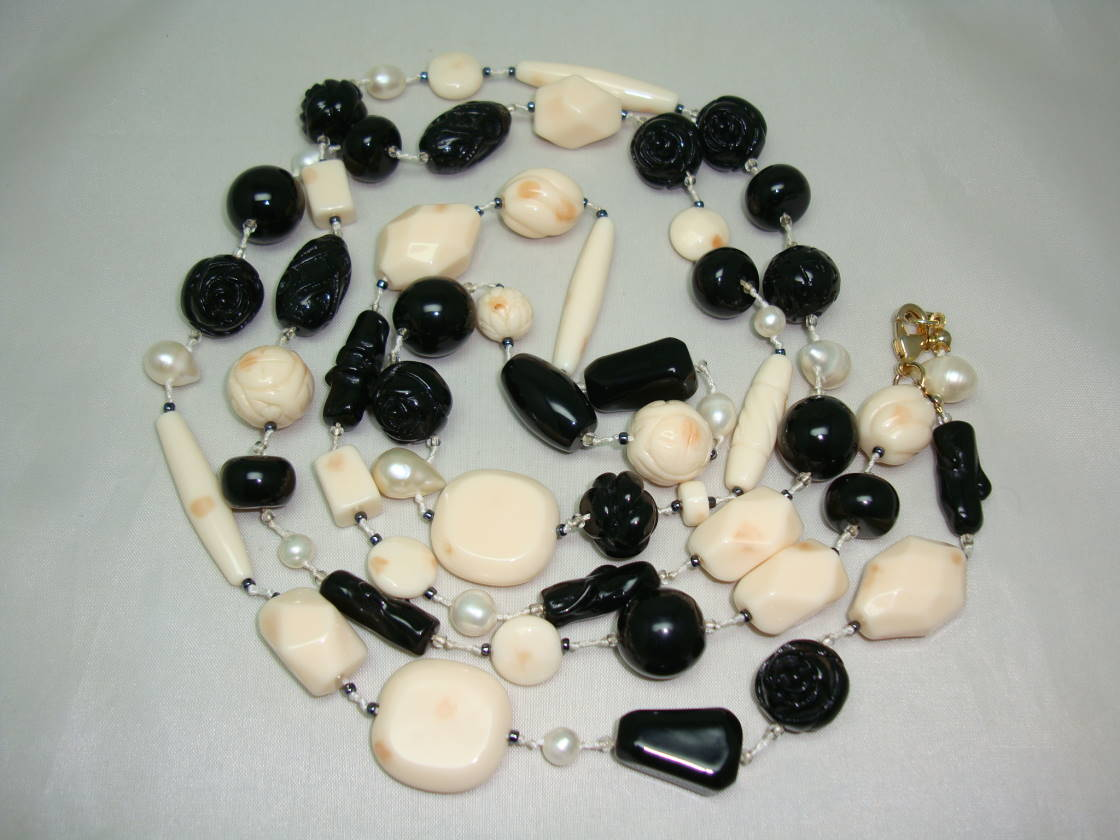 Black and Cream Rose Carved Lucite Bead Necklace with Cultured Pearls!