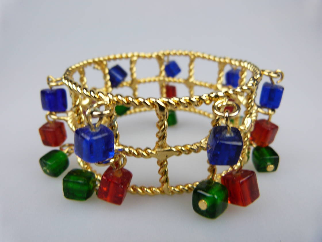 £34.40 - Fab 1960s WideTextured Red Green Blue Glass Dangle Charm Gold Bracelet