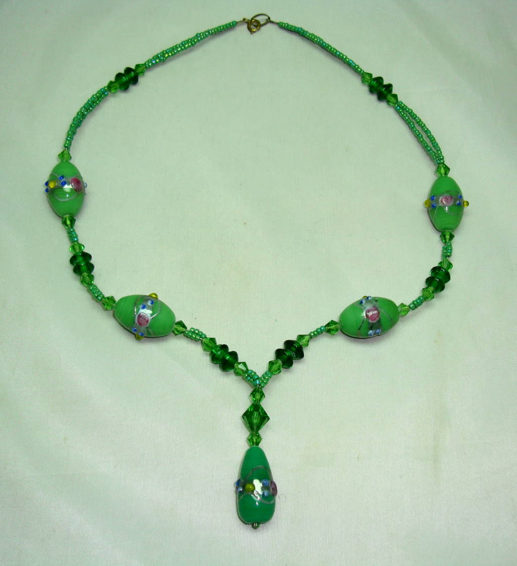 Vintage 30s Pretty Green Glass Wedding Cake Bead Dropper Necklace