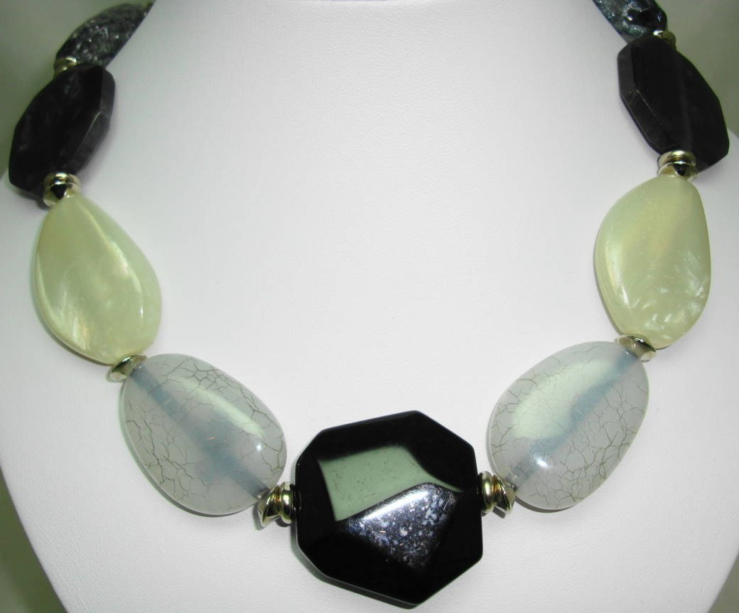 Signed Jaeger Chunky Grey Black Cream Lucite Moonglow Bead Necklace
