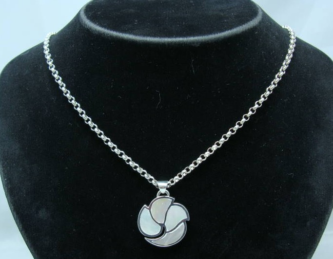 1980s Sterling Silver Mother of Pearl Pendant & Chain
