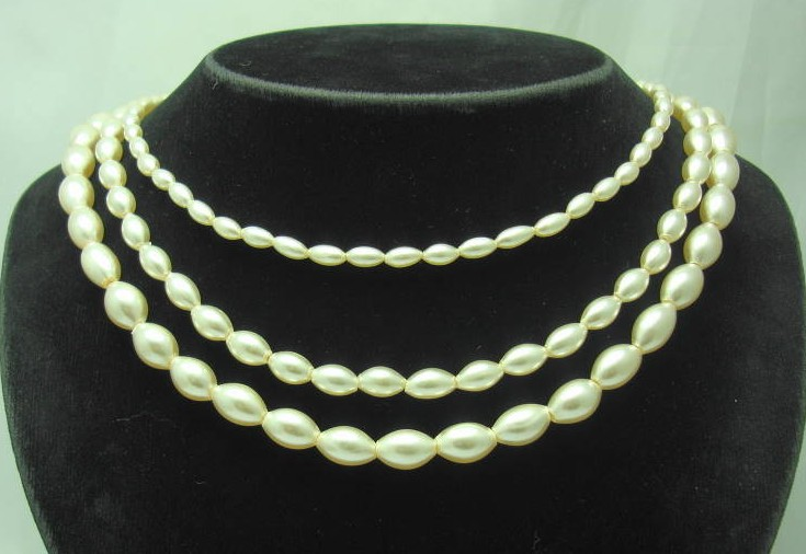£18.40 - Vintage 50s 3 Row Glass Faux Pearl Bead Necklace WOW