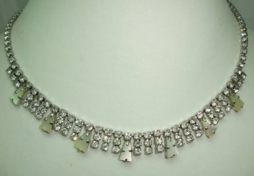 Vintage 50s Pretty Mother of Pearl and Diamante Drop Necklace