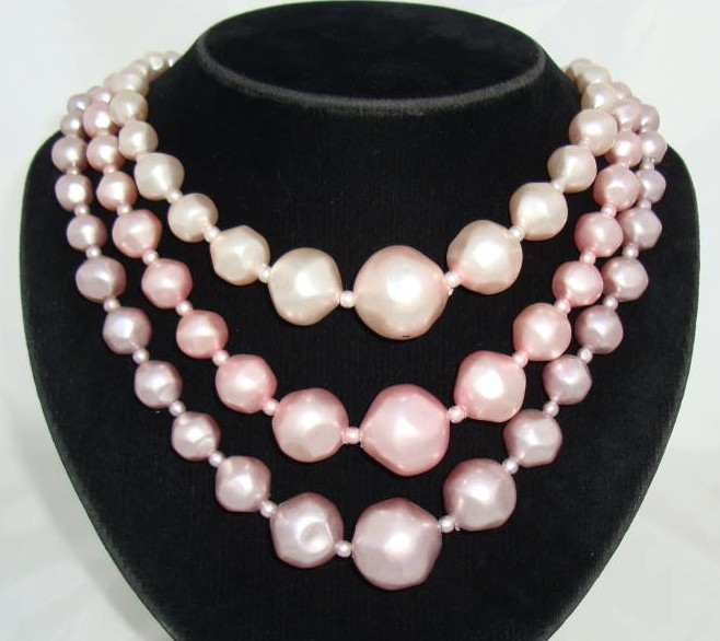 £18.40 - Vintage 50s Chunky 3 Row  Shades of Pink Faux Pearl Bead Necklace