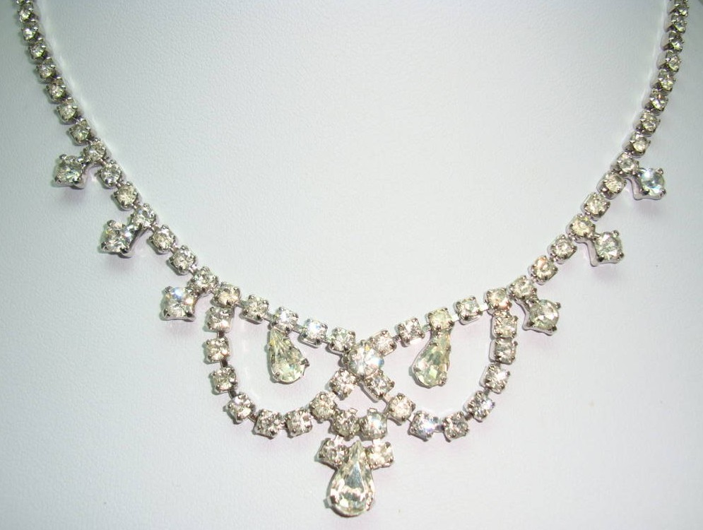 Vintage 50s  Glam Teardrop Shaped Diamante Scallop Drop Necklace